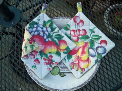 Vintage Fruit Tablecloth Pot Holders Handmade Pair