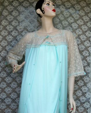 Vintage Ladies Green Penoir Set Nightgown Robe Lingerie Negligee