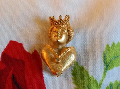 Vintage Gold Tone Queen Figural Brooch